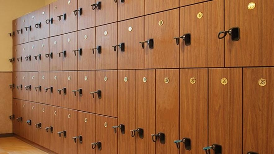 *脱衣場 - 鍵付きロッカー☆鍵は温泉フロントにてお受け取り下さい。