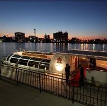 日本一長い信濃川の河口をクルージングする水上バス