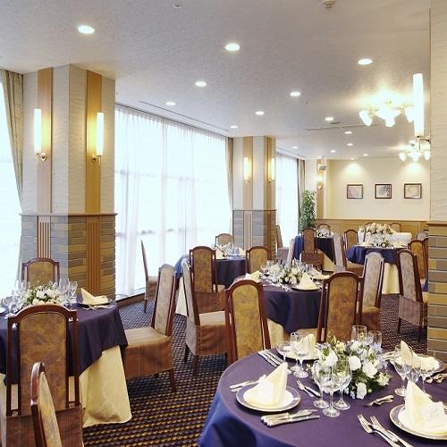 2階レストラン『ラソレイユ』