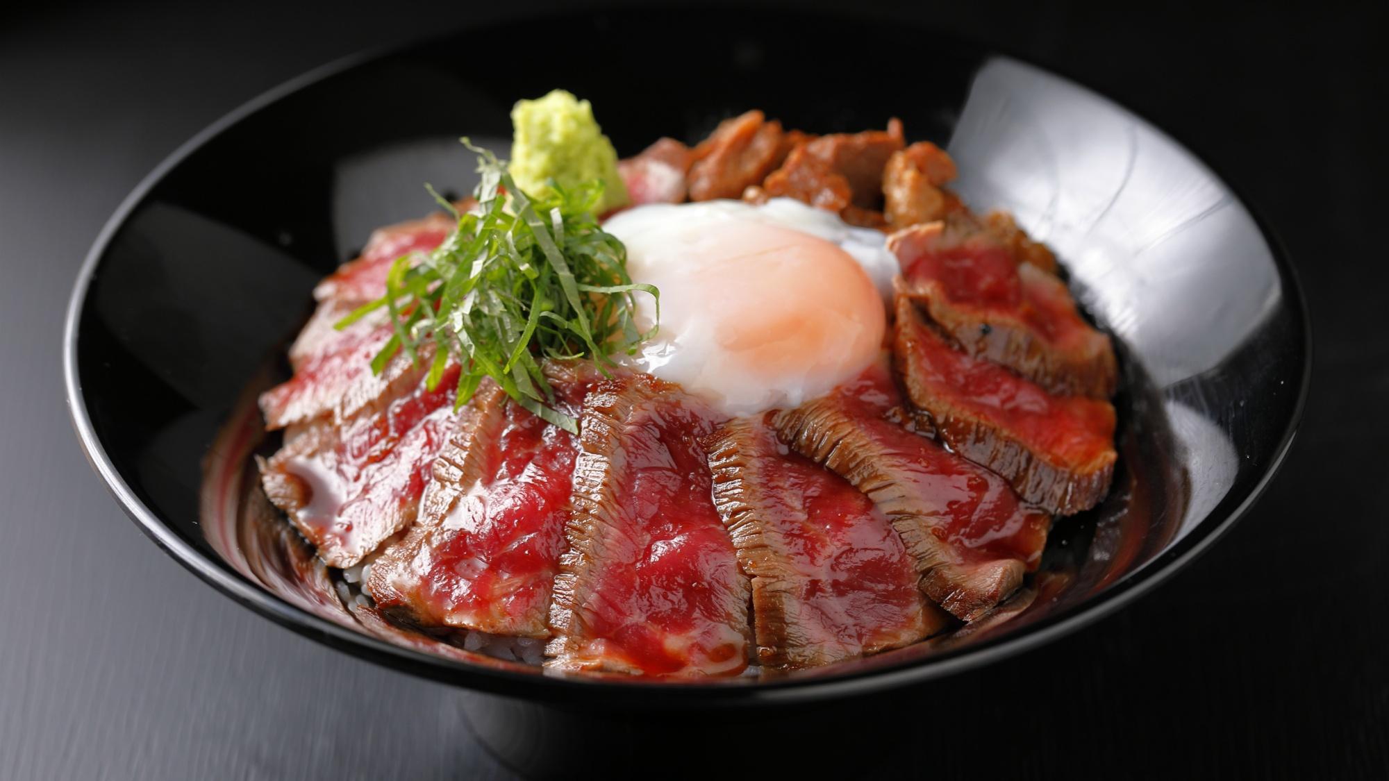 肉食堂よかよか一番人気あか牛丼!熊本を訪れたらぜひ一度味わいたい、あか牛たっぷり大満足の一品!