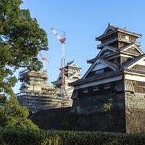 熊本城へは当館よりお車で約15分。徐々に特別見学通路も増え、より近くで熊本城を感じることができます。
