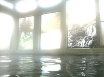 体験してください、コーヒー色した天然温泉!