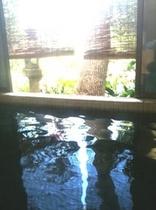 コーヒー色した天然温泉!
