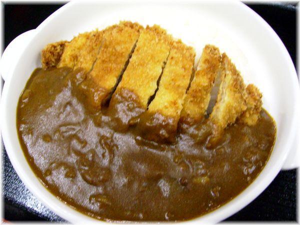 【カツカレー】夕食軽食一例 他にカツ丼やラーメンおそばの軽食もご用意しております。