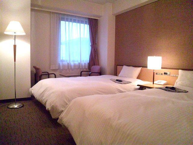 ツインルーム【24m2〜27m2】セミダブルベッド2台のお部屋です。当ホテル洋室で1番広いお部屋です。