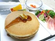 【パンケーキセット】朝食は4定食から選択♪小さなお子様にも大人気です。