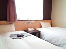 エコノミーツインルーム【20㎡】シングルベッド2台のお部屋です。
