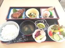 朝食:イカ飯膳