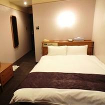 【デラックスルーム(2名利用)】150cm幅ベッド、16~18平米、32型液晶TV、空気清浄機あり