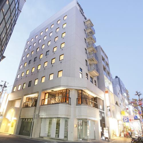 ホテル外観(夕方)