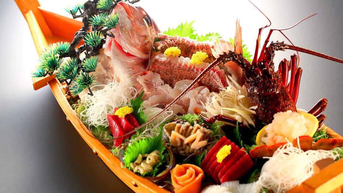 【別注料理】朝捕れ新鮮刺身の舟盛り(15,000円)