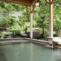 自然に囲まれた「露天風呂」 ※冬期間は降雪のため閉鎖(12/1〜3/31)