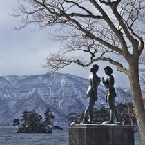 冬の十和田湖 乙女の像
