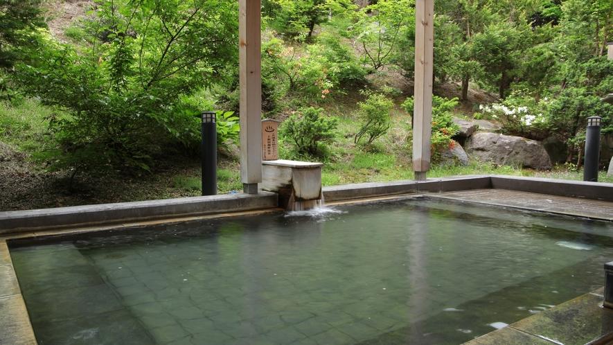 自然に囲まれた「露天風呂」