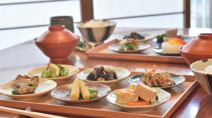 おくどさんのあるダイニングで京野菜の料理を楽しむ