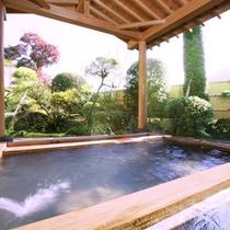 石風呂に併設の露天風呂