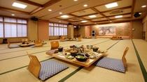 水月館広間の食事風景(一例)