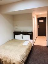 ダブルルーム 20㎡ ベッド幅140cm