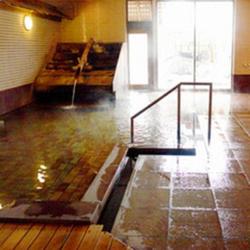源泉かけ流しの天然温泉、大浴場