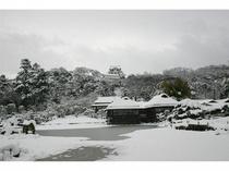 雪の彦根城玄宮園