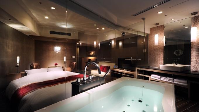 【View Bath〜Luna〜/素泊まり】赤いインテリアが特徴的。42平米ビューバスルーム<禁煙>