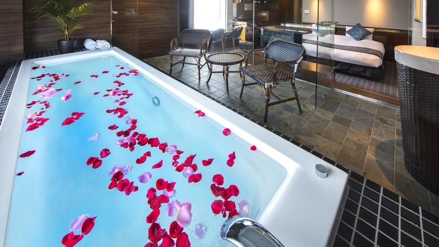 【The Pool Bath】フラワーバスイメージ(有料/一部客室対象外)