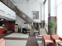 ≪施設≫1階ロビーとフロント