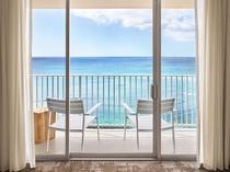 オーシャンフロントのお部屋から見るワイキキビーチ