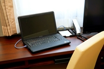 全客室にLANケーブル設置。高速インターネット無料でつなぎ放題。