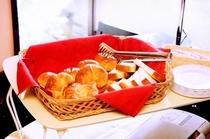 朝食はパンもあります。